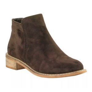 Seven7 NWT Women's Vegan Suade Brown Ankle Boot